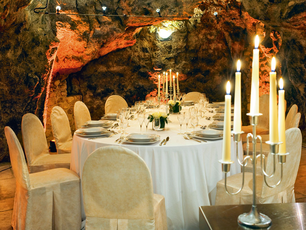 The venue also hosts dinners and celebrations for special occasions. Photo courtesy: Northern France Tourism-HRB