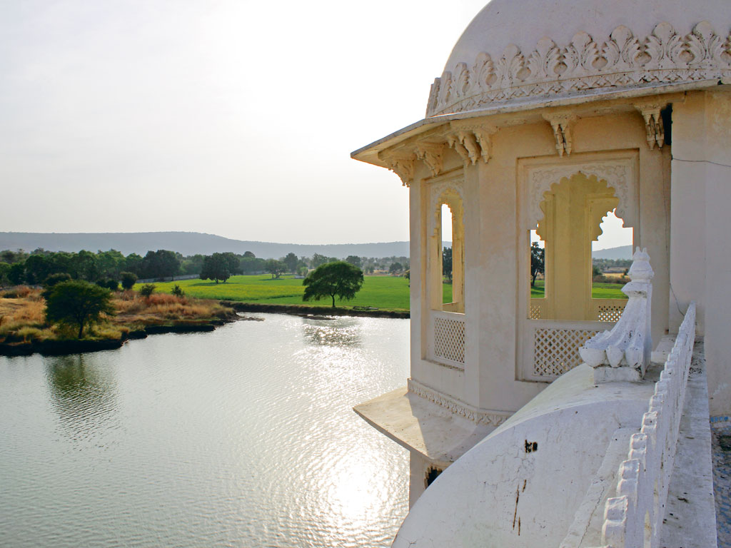 Photo courtesy: jüSTa Lake Nahargarh Palace