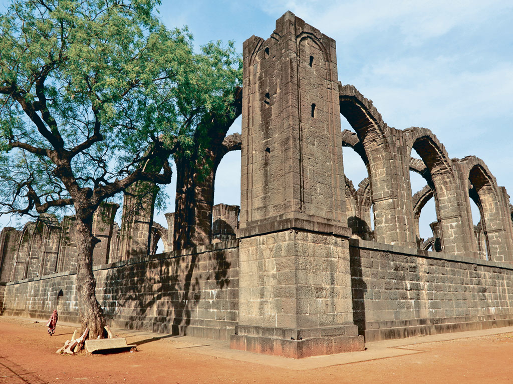 Breezing Through Bijapur, One Monument at a Time 2