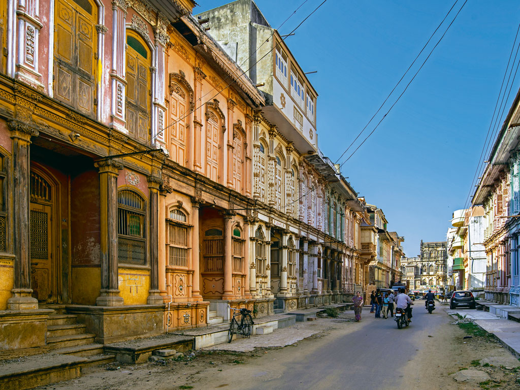 In Sidhpur, avenues resemble a colourful, tiered cake. The homes of the Dawoodi Bohra community are neoclassical buildings awash in warm salmons, lilacs, peaches and mint greens.