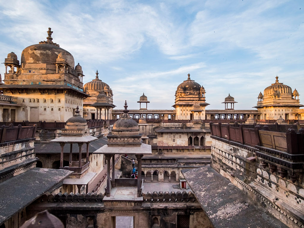Orchha's Jahangir Mahal built by Bir Singh Deo for Mughal Emperor Jahangir, is probably the pinnacle of Bundeli architecture, effortlessly blending Hindu and Islamic styles to create an enduring masterpiece. Photo by Hoshner Reporter.
