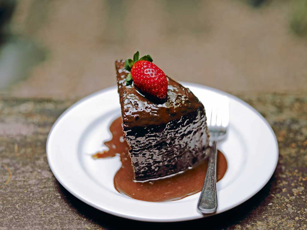 In addition, Kashi Art Café serves sinful chocolate cake.