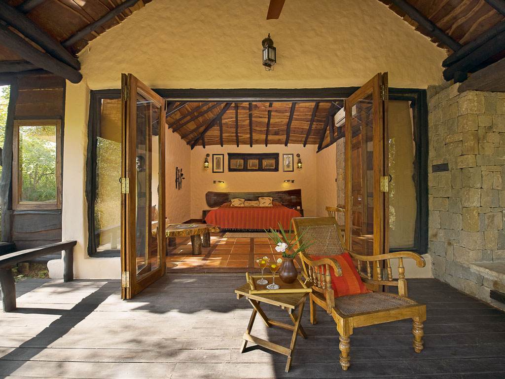 At the Kanha Earth Lodge, rooms bear the hallmark of local architecture inspired by the homes of the Gond community.