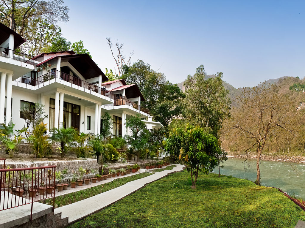 The Glasshouse on the Ganges, true to its name, is right by the Ganga, and is home to over 70 bird species. Photo Courtesy: The Glasshouse on the Ganges