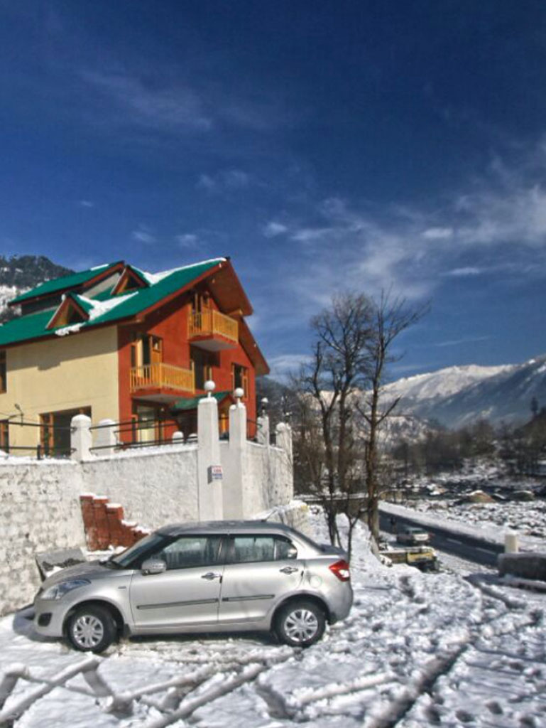 A Humble Himalayan Riverside Retreat in Manali 1