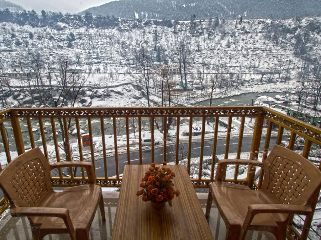 A Humble Himalayan Riverside Retreat in Manali 2