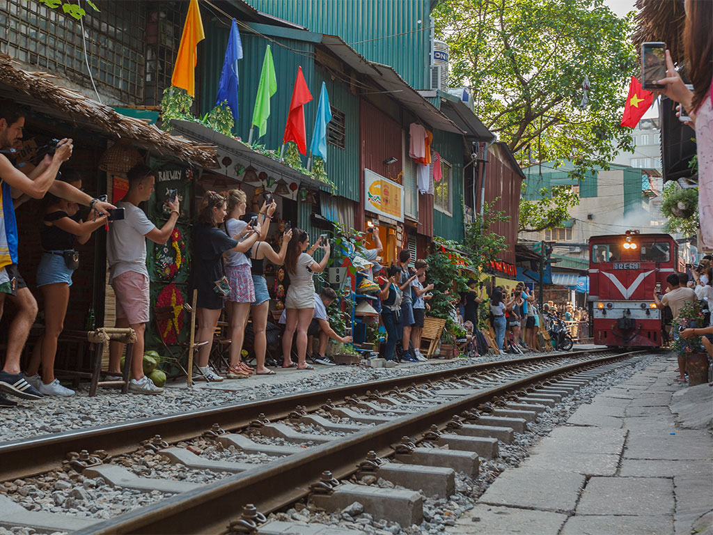 Hanoi's Iconic Train Street Succumbs to Overtourism 1