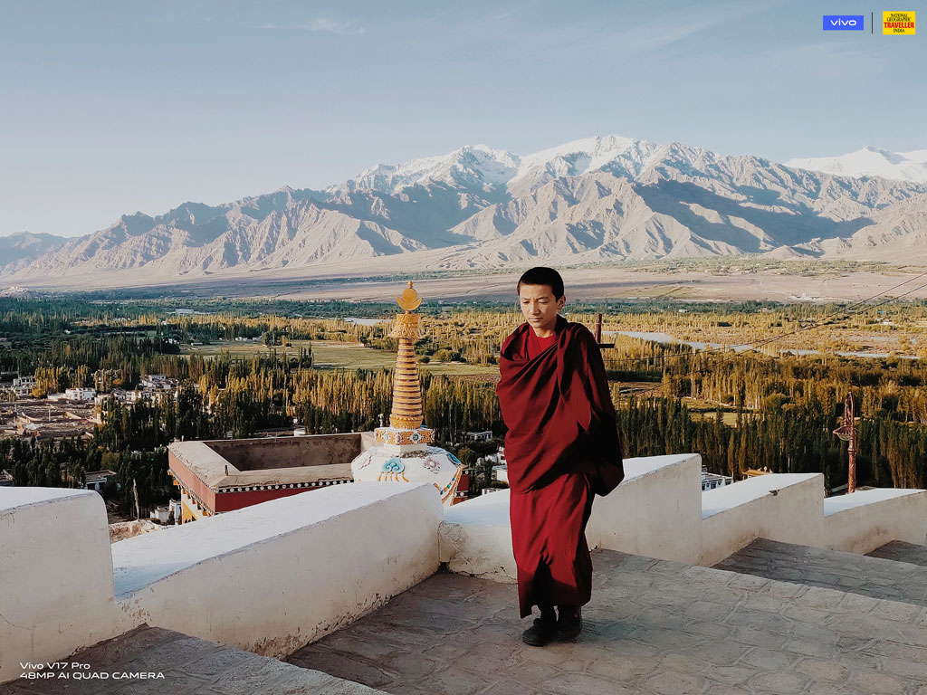 Sponsored : Encapsulating the Abstract landscapes of Ladakh with my Vivo