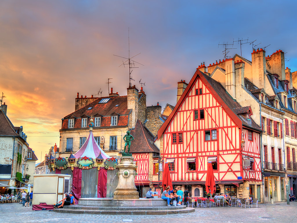 5 Beautiful Cities in France For Avoiding The Paris Crowds 2