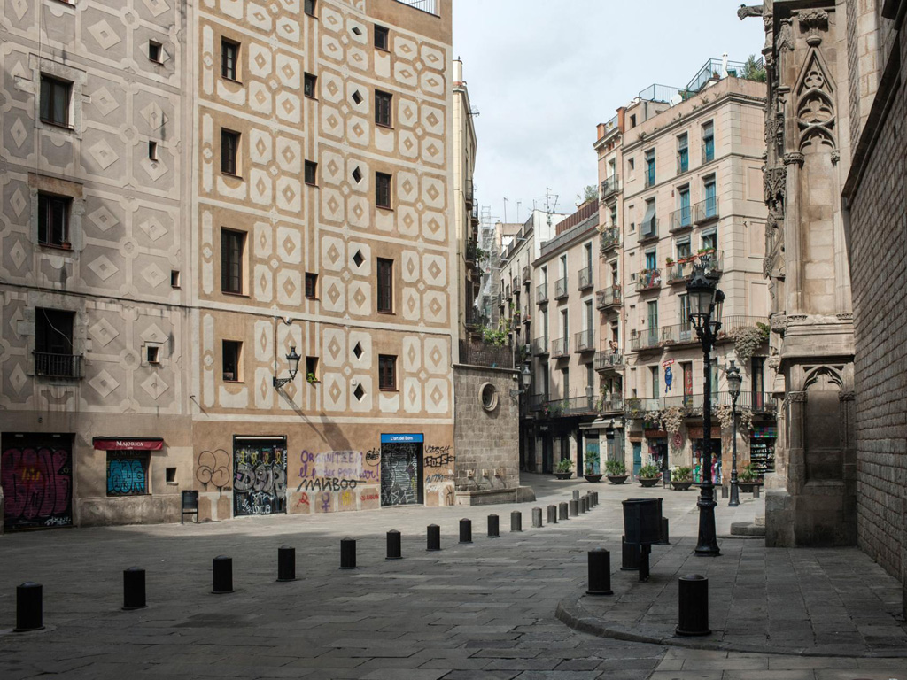 Barcelona Goes from Overtourism to No Tourism 4