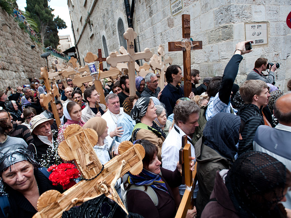 Holy Sunday: Easter Traditions from around the World 1