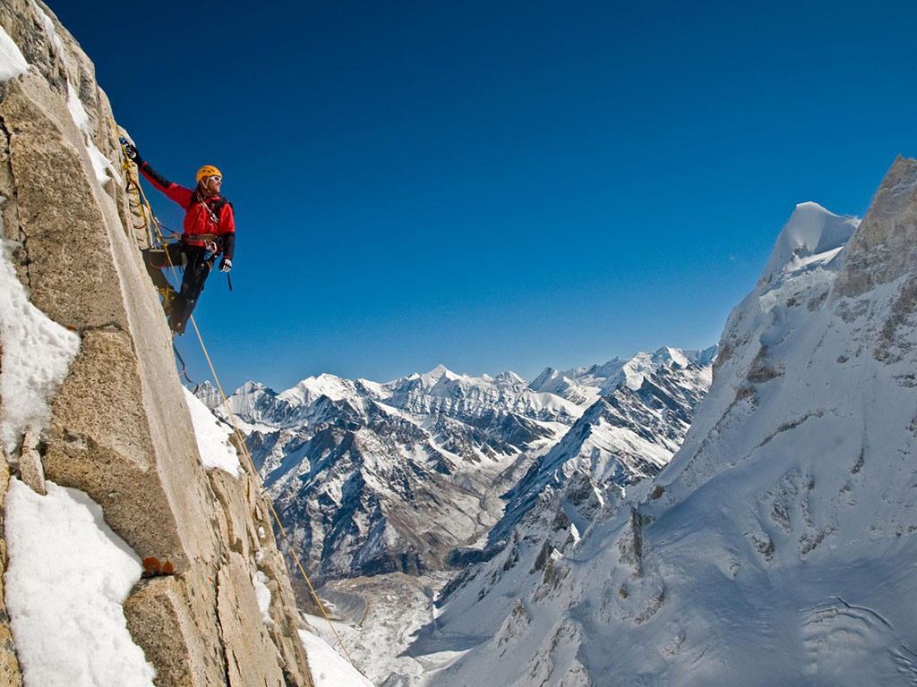 How 'Free Solo' Filmmaker Jimmy Chin Tackles Fear—and Family Travel 1