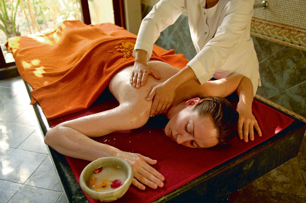Spa Massage Ananda in the Himalayas