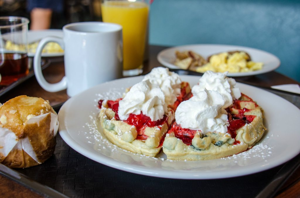 Hit the breakfast buffet. Photo: m01229/Flickr/Creative Commons (http://bit.ly/1jxQJMa)