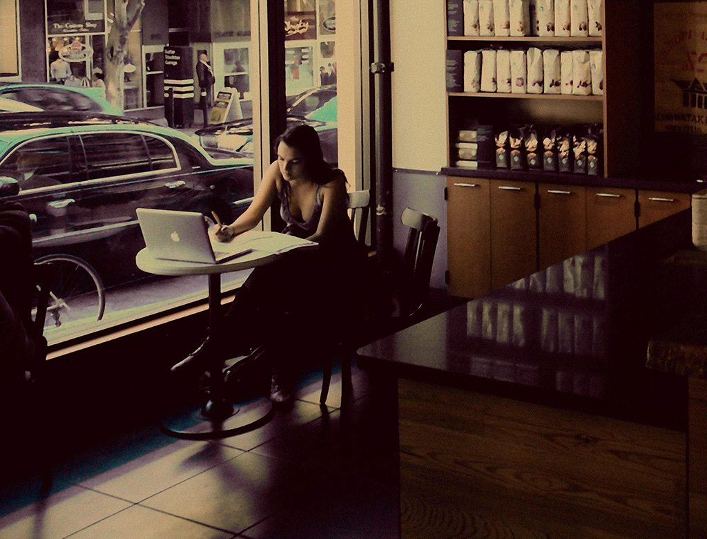 Don't be afraid to sit alone in a cafe. Photo: Francisco Gonzalez/Flickr/Creative Commons (http://bit.ly/1jxQJMa)