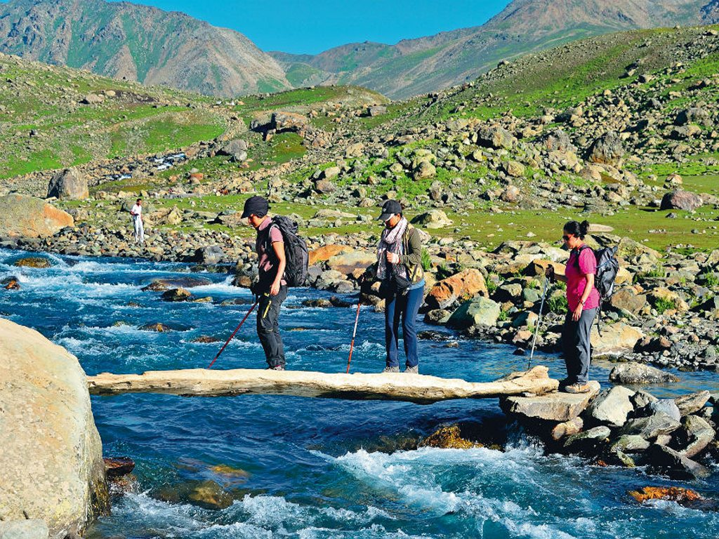 summer lakes trek Jammu and Kashmir