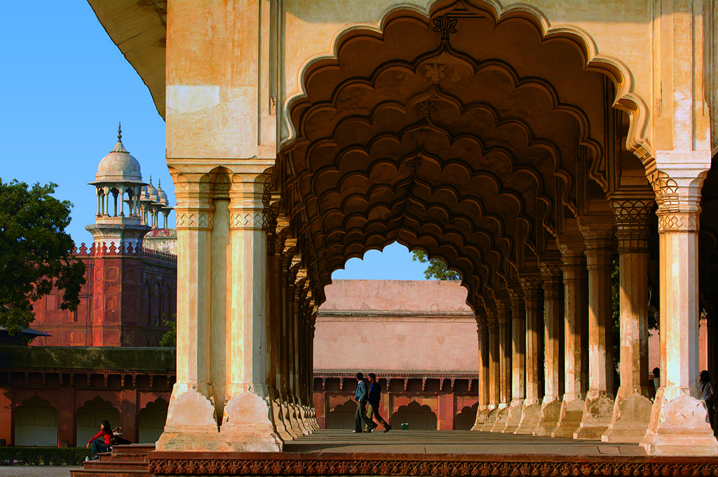 Time travelling in agra nat geo traveller india for Diwan i aam images