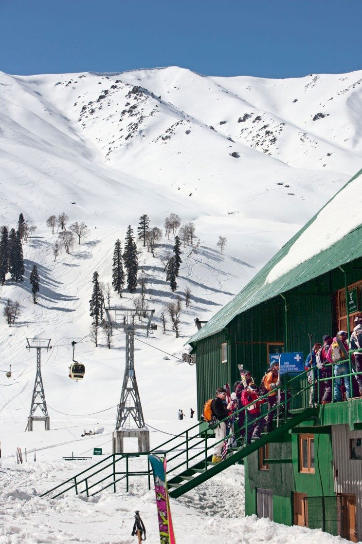 The cable car or gondola in Gulmarg is one of the longest ropeways in Asia, with an aerial distance of 5 km. It takes skiers to an altitude of 13,780 feet. Photo: Kaushal Parikh