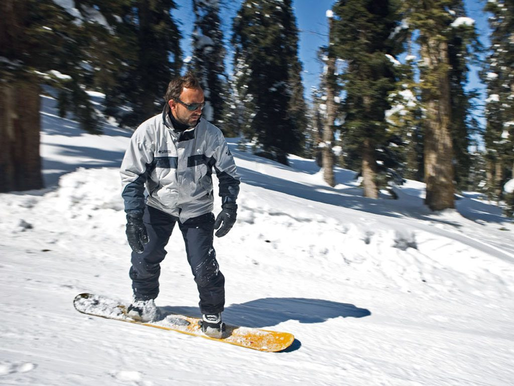 Sliding Down the Mountain: On Snowboarding in Gulmarg 4