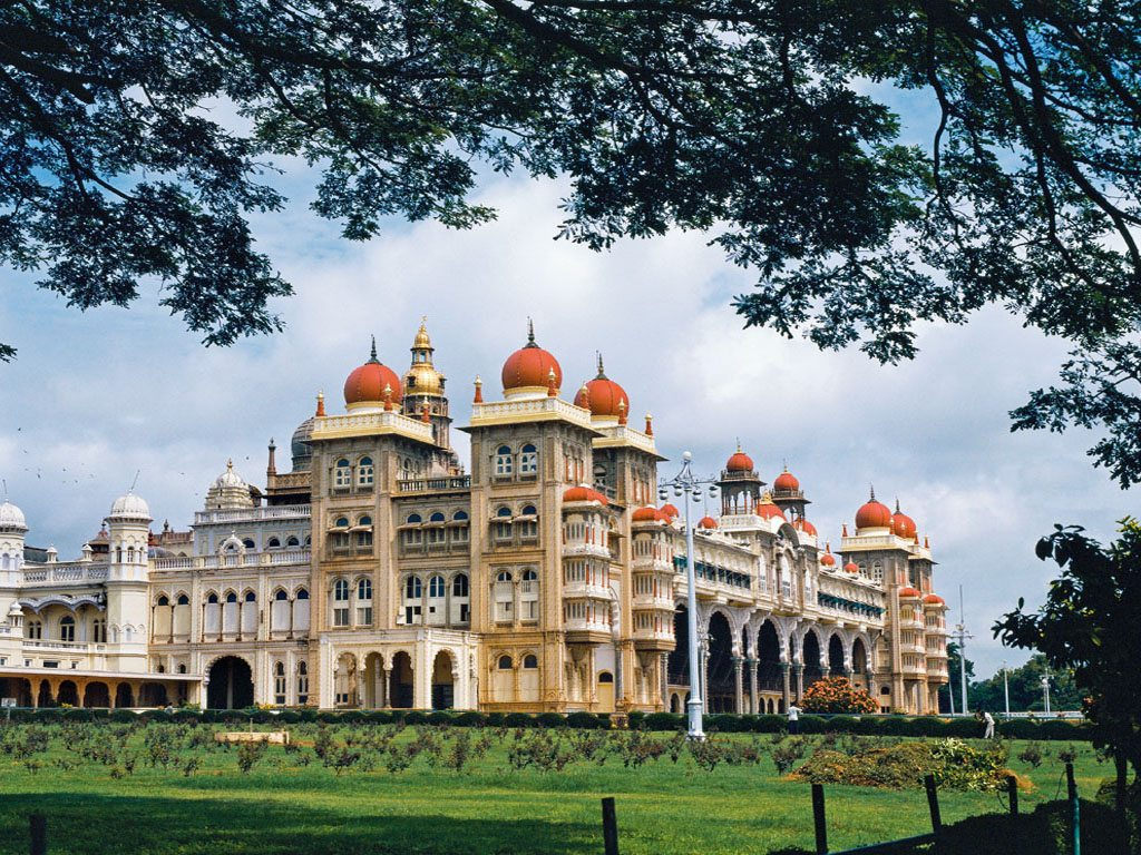 Mysore Guide: Palaces, Silk, Sandalwood, and Ghee Dosas