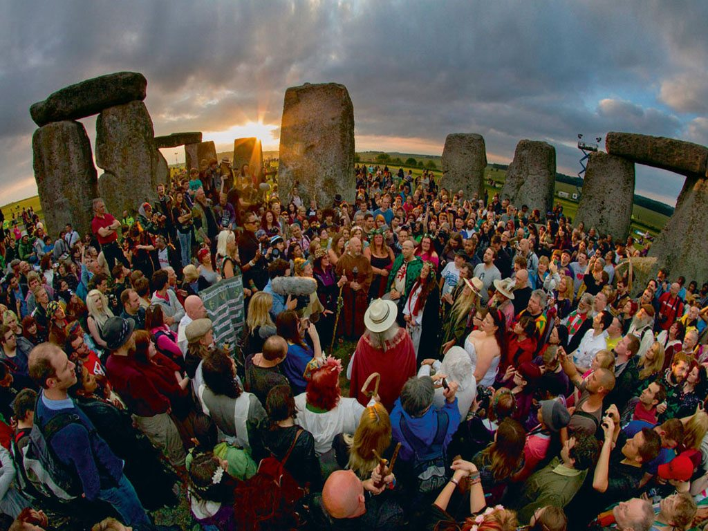 Summer Solstice at Stonehenge draws thousands of modern-day Druids, pagans, hippies as well as mainstream Brits who gather at this prehistoric site to celebrate the longest day of the year. Photo: SWNS/Alamy/IndiaPicture