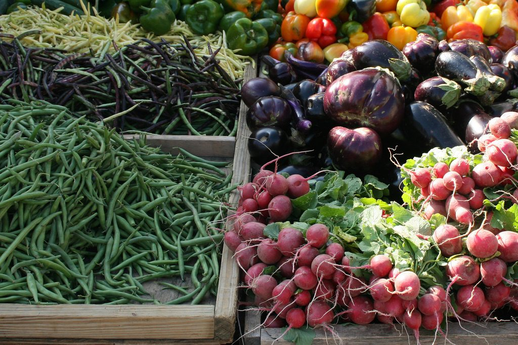 Stock up at a farmers' market. Photo: Cliff/Flickr/Creative Commons (http://bit.ly/1jxQJMa)