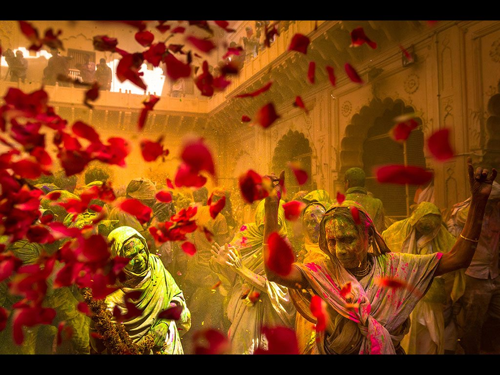 widows playing holi in Vrindavan, photo by Arghyadeep Roy