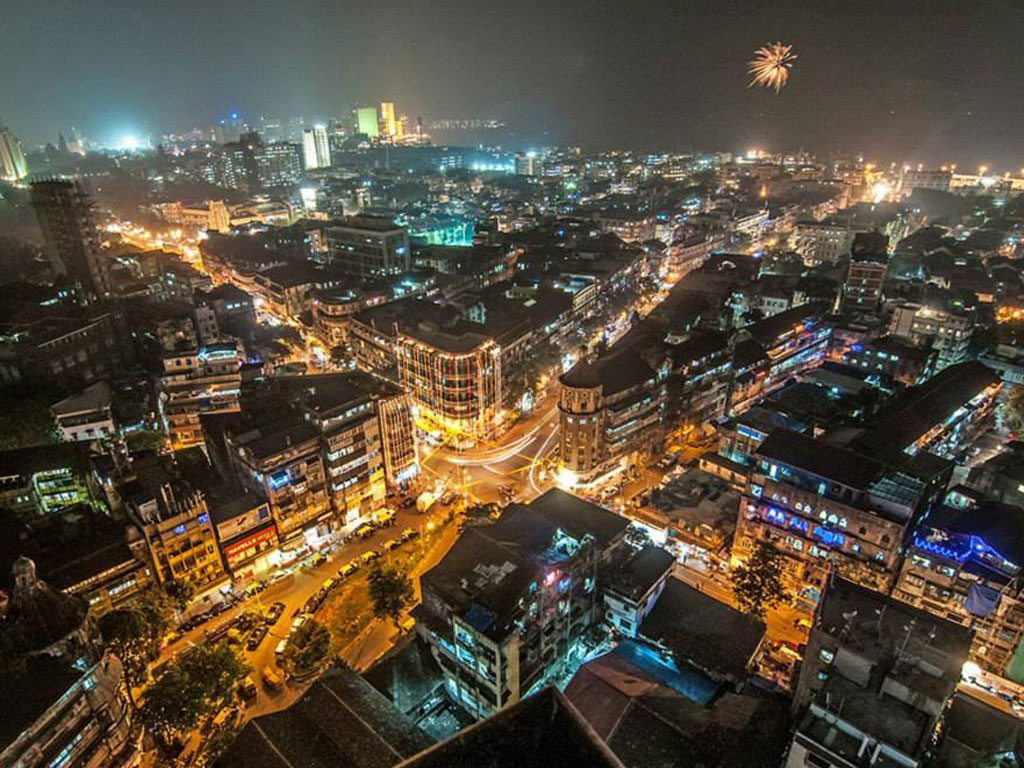 mumbai at night, photo by Mihir Patilhande
