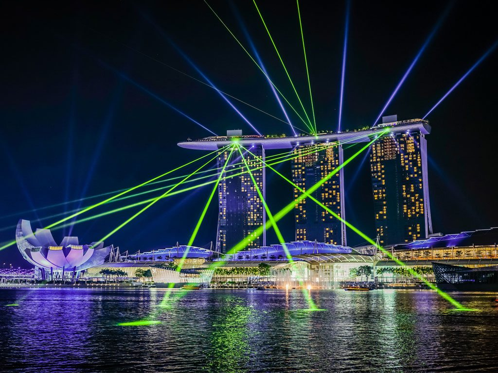 Big cities are perfect for splurging on a plush penthouse Airbnb, if only for the stellar night views. This is the glittering vista of the Marina Bay Sands hotel in Singapore. Photo: aotaro/Flickr/Creative Commons (http://bit.ly/1jxQJMa)