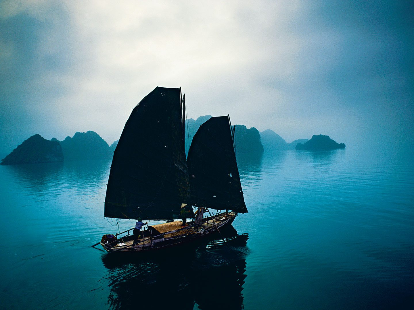 The Glow of Vietnam: From Shimmering Bays to Neon Lights 3