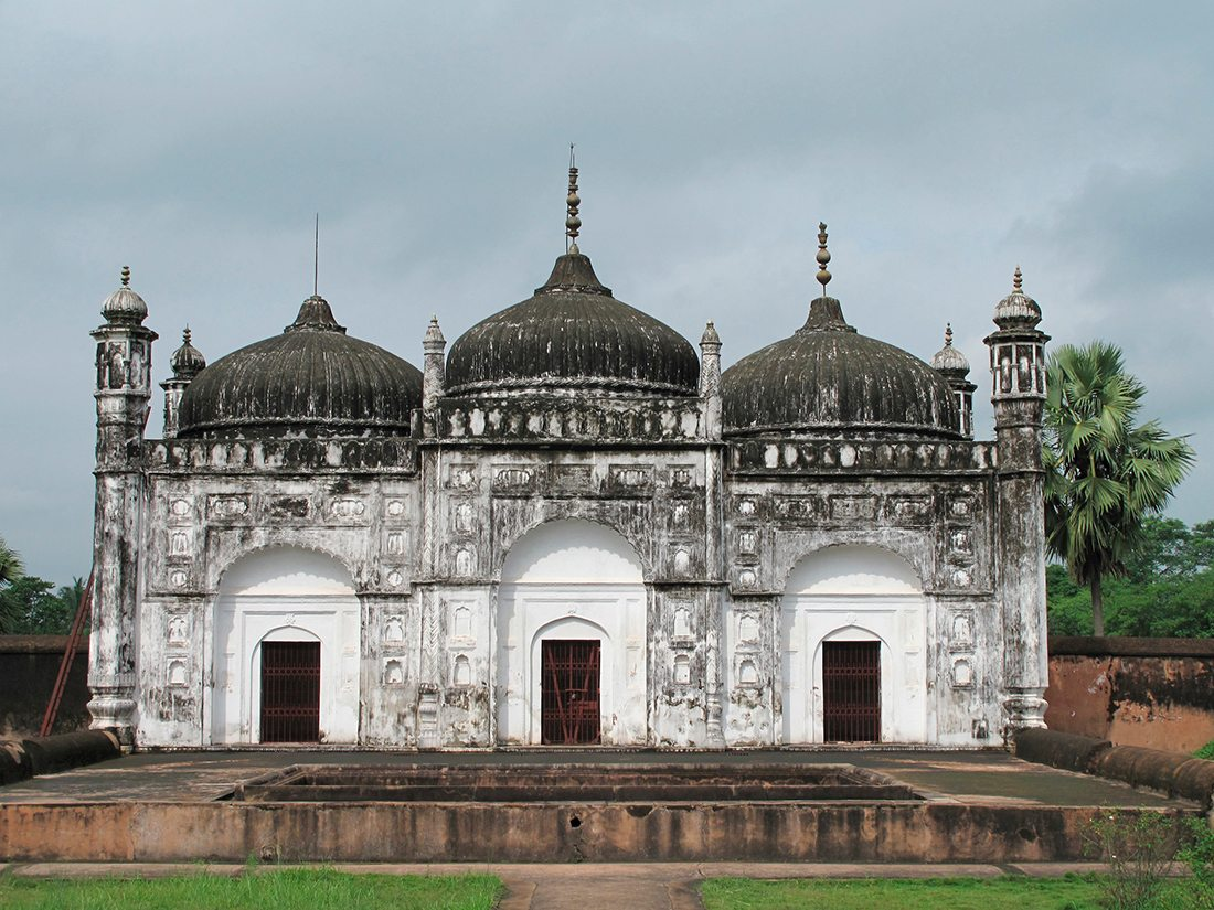 murshidabad, cemetery, photo by Trans-World Photos/Premium/Dinodia Photo Library
