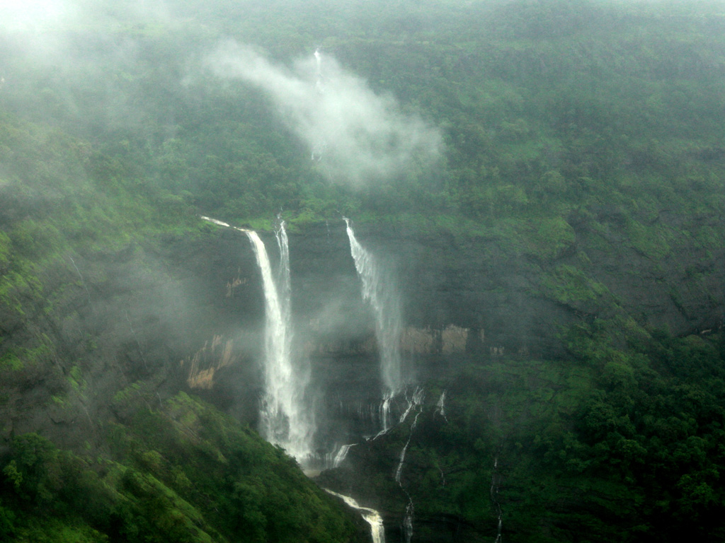A monsoon trek to Rajmachi Fort is incomplete without spotting waterfalls!