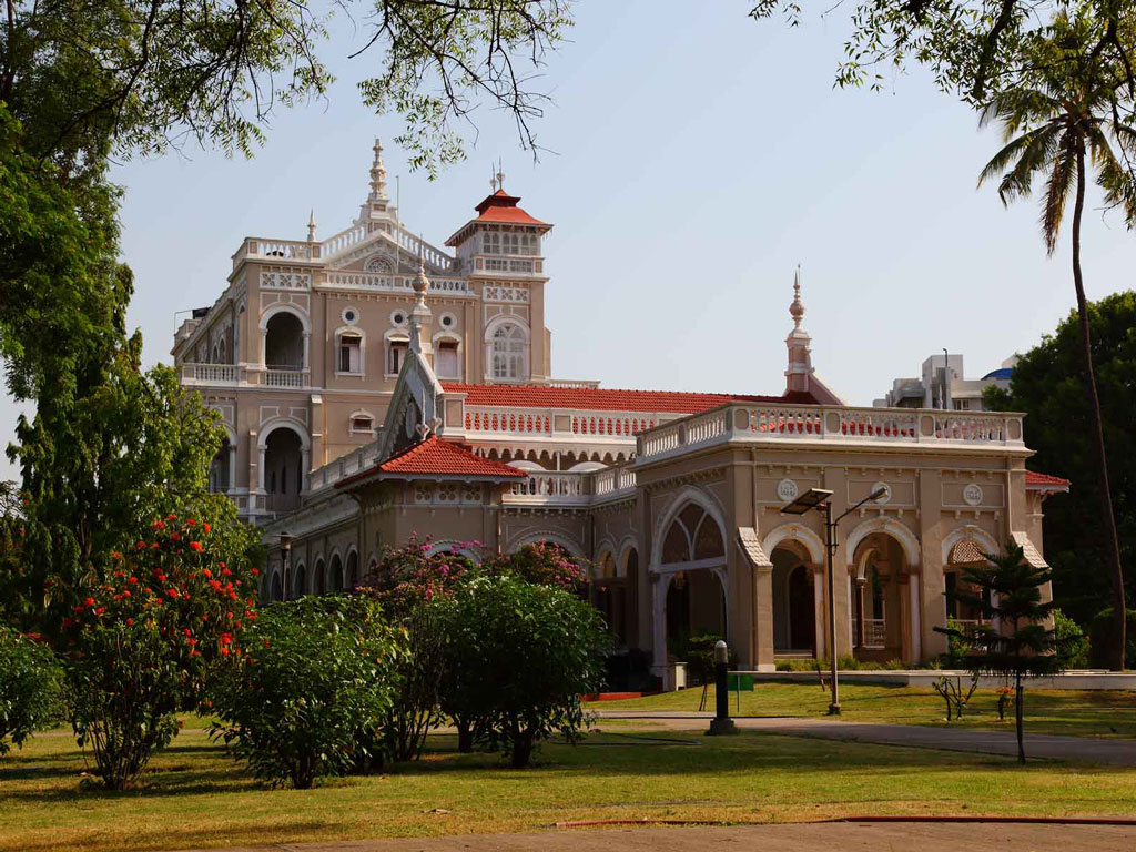 Photo By Ramnath Bhat  (Aga Khan Palace, Pune) [CC BY 2.0 (http://creativecommons.org/licenses/by/2.0)], via Wikimedia Commons,