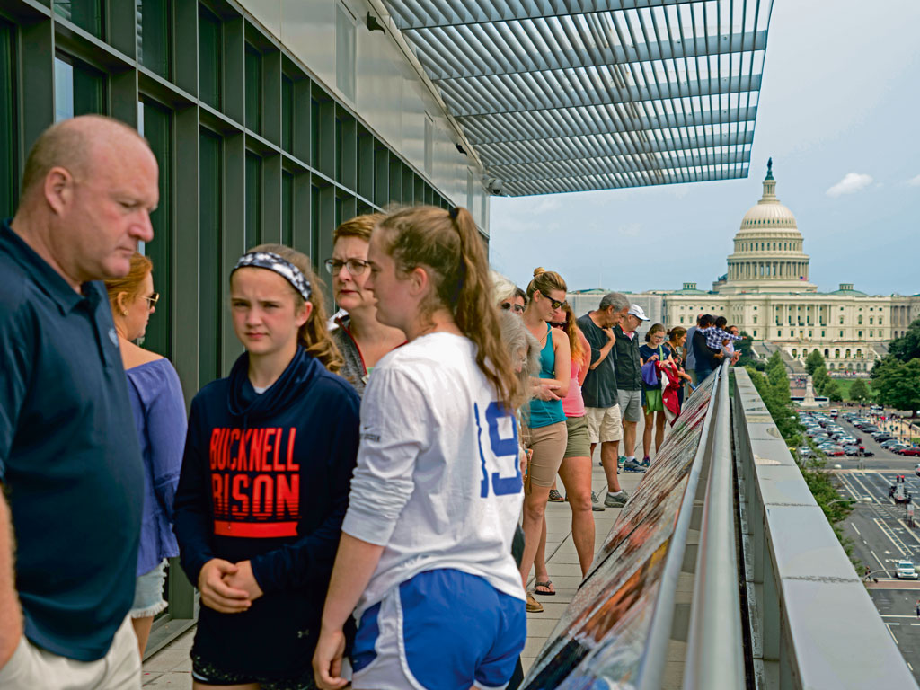 From the balcony of Newseum, you get a clear view of the Capitol.