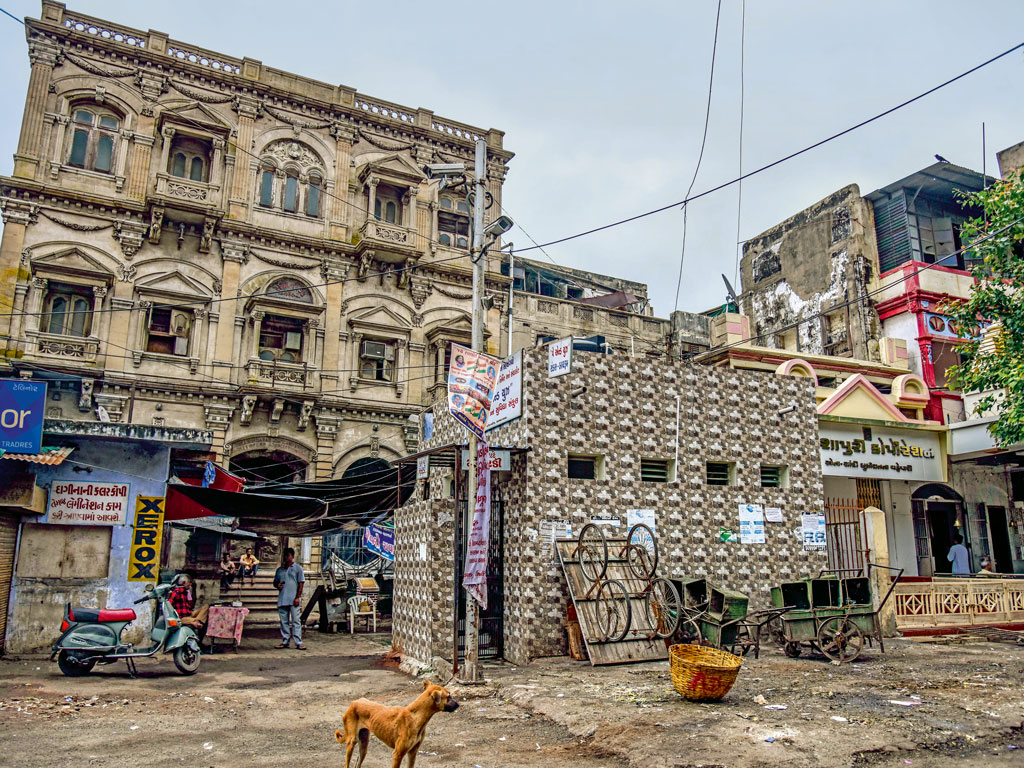 The old Ahmedabad Stock Exchange building at Manek Chowk now lies abandoned.