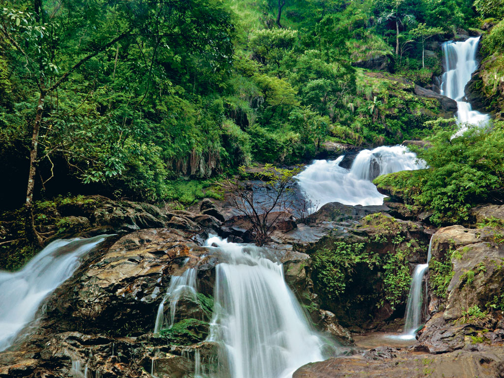 The Iruppu Falls is a sought-after tourist destination and a sacred spot due to its association with the Ramayana and Lakshmana. Photo by: Vinodkumar M/alamy/indiapicture