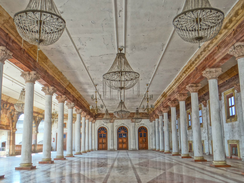 The Rajwada Palace in Indore may not have the same grandeur as it did in its prime, but a look at the Darbar Hall makes it easy to imagine what it once was.