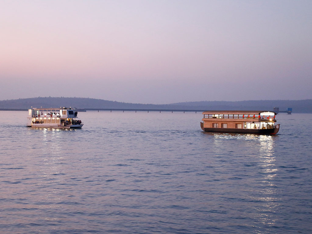 Among other activities, a leisurely cruise in the evening is a great way to relax. Photo Courtesy: M.P. Tourism