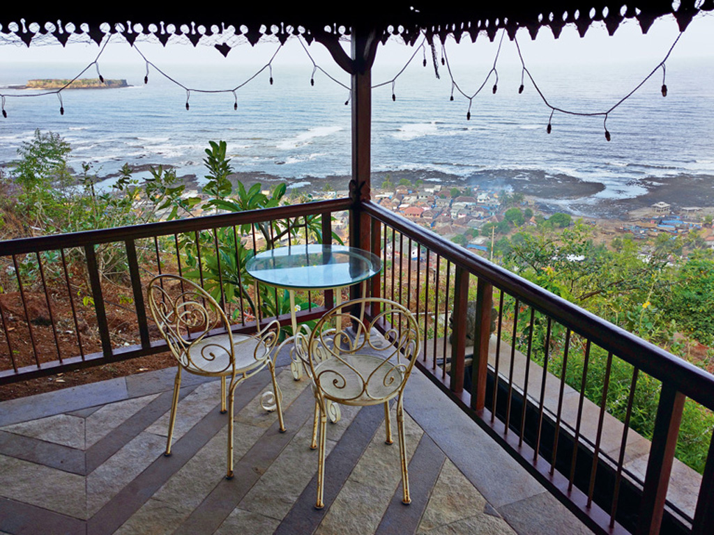 Sweeping views greet the early morning riser at SaffronStays Villa 270°, with breakfast typically served on the porch. Photo by Siddharth Dasgupta.